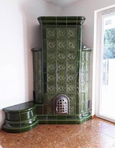 Fazekas zöld sarokkályha ülőkével külső levegős tűztérrel (Harmath műhelyből)
